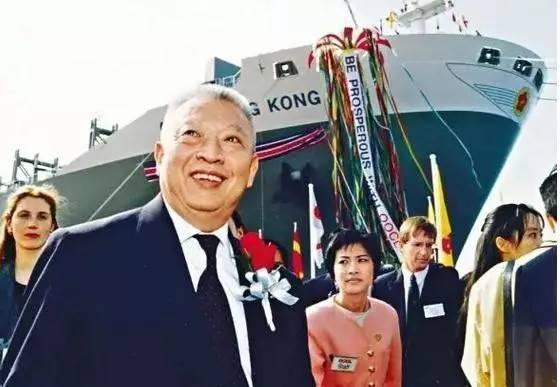 香港前特首董建華 套現338億!船王家族退出航運業 - 每日頭條