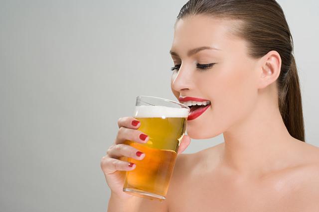 女人喝啤酒一定會胖嗎?正確喝啤酒不發胖反瘦身 - 每日頭條