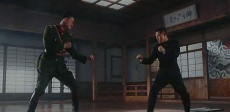 李小龍之後他是香港最能打的演員。三次打敗拳王戲裡卻總被打慘 - 每日頭條