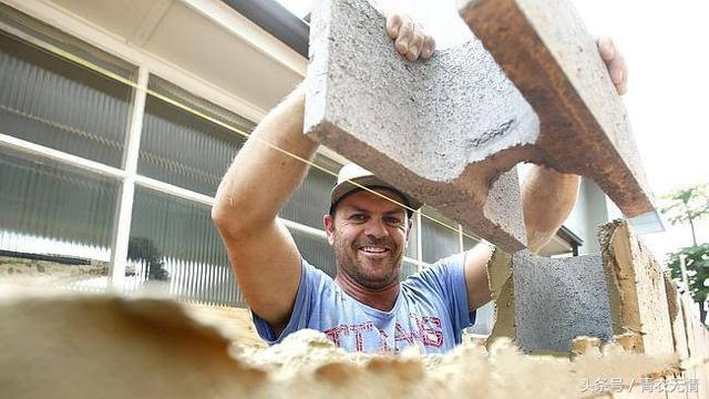 心動!澳大利亞招聘搬磚工人。月收入20萬。可是事實真是如此嗎? - 每日頭條