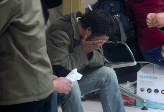 20歲小伙突然暈倒。醫生不搶救反而先割他的舌頭!家人知道原因後嚎啕大哭! - 每日頭條