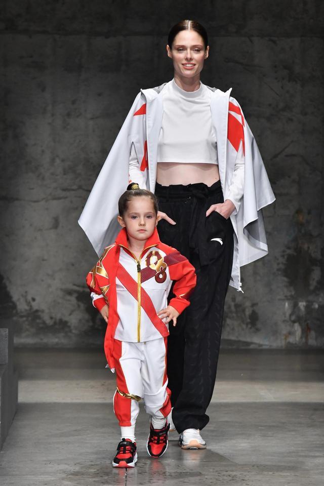 紐約時裝周大放異彩 安踏兒童把「未來」穿在身上 - 每日頭條