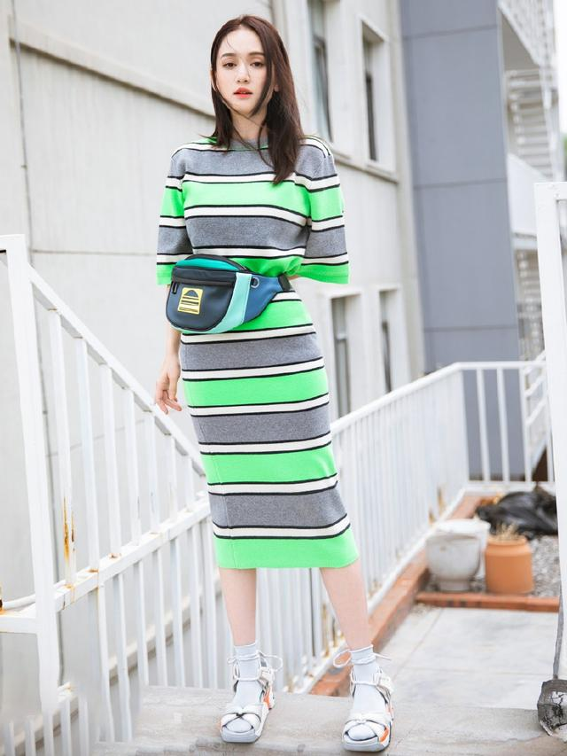 陳喬恩真敢穿,螢光綠條紋裙也hold住,還有紅衣配綠鞋呢! - 每日頭條