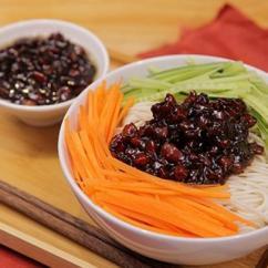 Kitchen Aid Pasta Imperial Equipment 麵食的起源還是源自中國 每日頭條 到1948年時 在朝鮮經營調味品的山東華僑王松山為了迎合當地人的口味 在中式炸醬中添加焦糖 改良成了韓國春醬 韓戰之後 來自美國的援助麵粉讓以大米為主食的韓國人