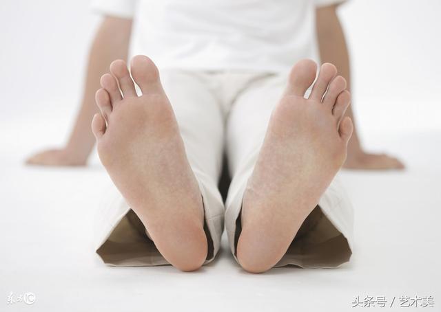 腳後跟疼是什麼原因 不同人腳後跟疼原因 - 每日頭條