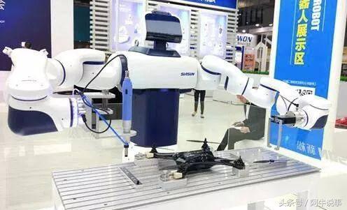 能造鞋、倒啤酒的協作機器人。會是一個新風口麼? - 每日頭條