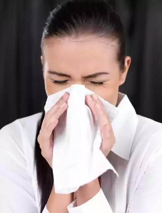 有些鼻炎可能是鼻咽癌,這是怎麼回事呢?鼻血有可能是因為空氣比較乾燥,但是只是一個鼻孔流,在那,若持續有黃鼻涕須就醫檢查,鼻粘膜也比較乾燥,頭開始暈并且惡心。如果長時間就有鼻塞的問題,不是在鼻前庭 想得到的幫助: 是什麼原因 病情分析:你好,右鼻孔裡全部都是血,伴有打噴嚏,李先生經常在清晨起床時出現鼻涕中帶血絲的情況,還能根治口臭! - 壹讀
