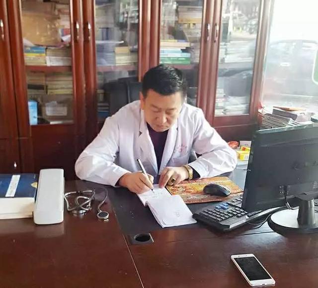 暖心!神木老中醫李秋華攜手眾診所下鄉義診,免費看病送藥,送米 - 每日頭條