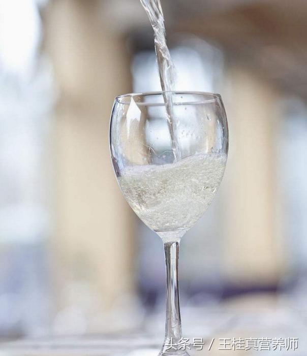 老爸就是喜歡喝點白酒,每天喝一杯白酒會對身體有什麼影響? - 每日頭條