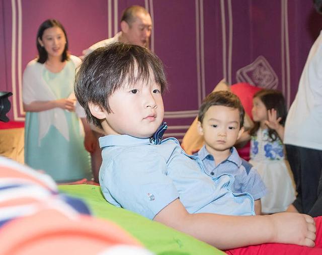 捲毛早過時了,鄒市明兒子5年換8種髮型,是兒童界的潮流ico - 每日頭條