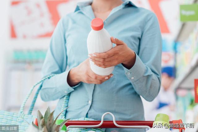 同樣是牛奶。減肥選全脂奶還是脫脂奶?知道後就別再亂買 - 每日頭條