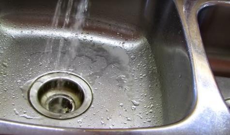 廚房水槽油污難清除,髒了還老是洗不乾淨?那是你沒用對方法! - 每日頭條