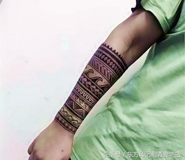 13款圖騰環臂紋身作品,據說每一個圖騰環臂都充滿著神秘力量! - 每日頭條