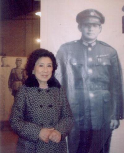 歷史老照片:張靈甫如花似玉遺孀王玉齡,19歲喪夫,獨自生活闖美 - 每日頭條