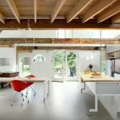 Mobile Island Kitchen Lowes Flooring 可移动岛式厨房 体验烹调美式的方便性 每日头条 空间利用率决定了岛式厨房的高度与尺寸 而且它要与其它厨房内的家具及设施远离开来 能够有足够空间来打开橱柜门或者可在烹饪区内显得不太拥挤