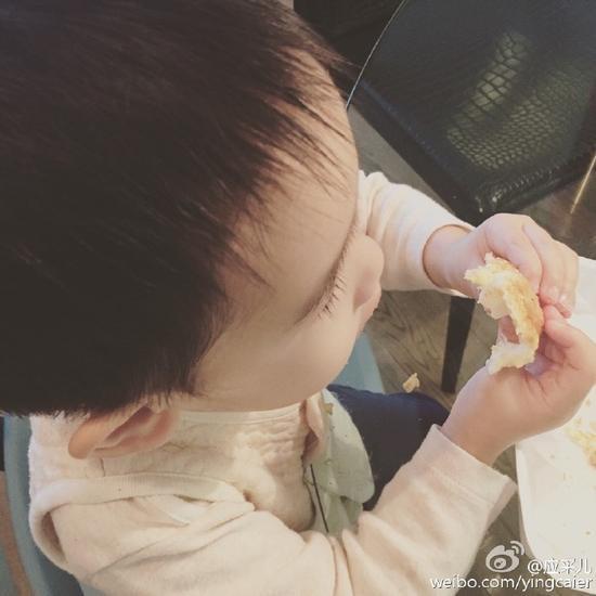 陳小春兒子生日收大禮 讀貴族幼兒園學費16萬 - 每日頭條