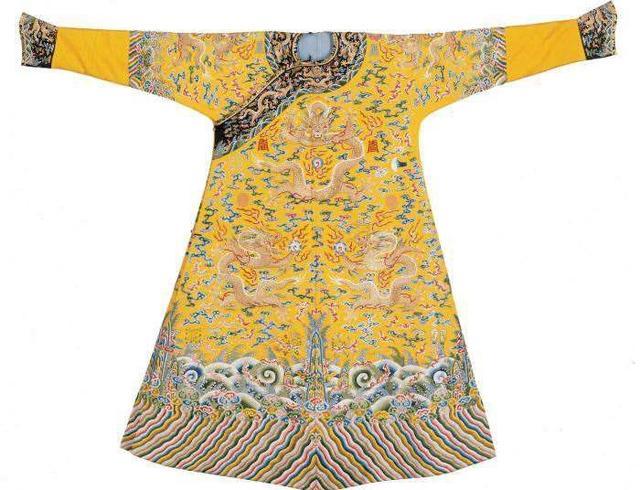 皇帝穿的龍袍為何都要繡9條龍?古人的想像力真是讓人佩服! - 每日頭條
