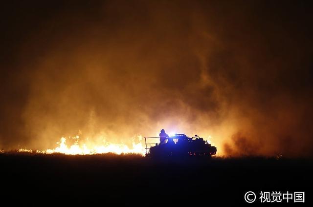 美國堪薩斯州發生山火 牲畜被嚴重燒傷 - 每日頭條