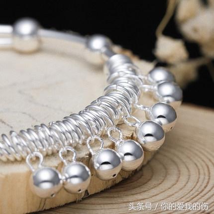 大多數女人知道戴銀手鐲好。但很多人都帶錯了。你知道應該戴在哪只手上嗎? - 每日頭條
