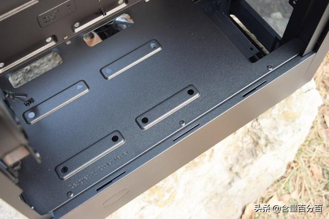 機箱小點好?一睹為快,全網首曬的酷冷至尊masterbox NR400 - 每日頭條