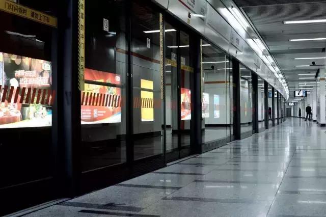 原來地鐵隧道里的廣告是這麼回事 - 每日頭條