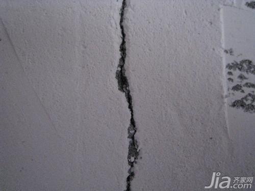 牆面裂縫的原因及處理辦法 牆面裂縫怎麼辦 - 每日頭條