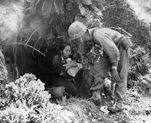 二戰末期日本女性集體「玉碎」不成竟因為美軍士兵的勸告? - 每日頭條