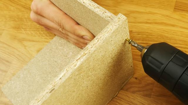 拼接幾塊木板並倒入混凝土。隨後成為一件精緻的工藝裝飾 - 每日頭條