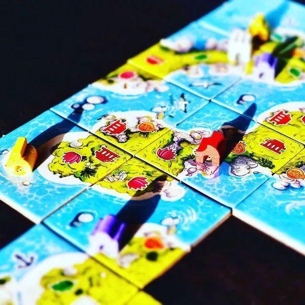 敢和《卡坦島》和《卡卡頌》同時叫板的桌遊出現了! - 每日頭條