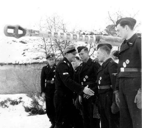 坦克戰史上最傳奇一戰:德軍王牌車長單車屠殺英軍! - 每日頭條