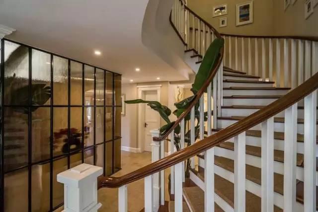 飛行員的別墅家。這麼美的旋轉樓梯還是第一次見 - 每日頭條