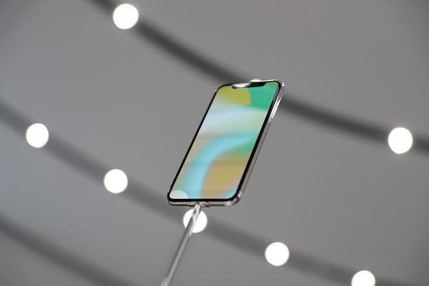 iPhone X摔壞修多少?維修天價讓你還敢摔手機? - 每日頭條