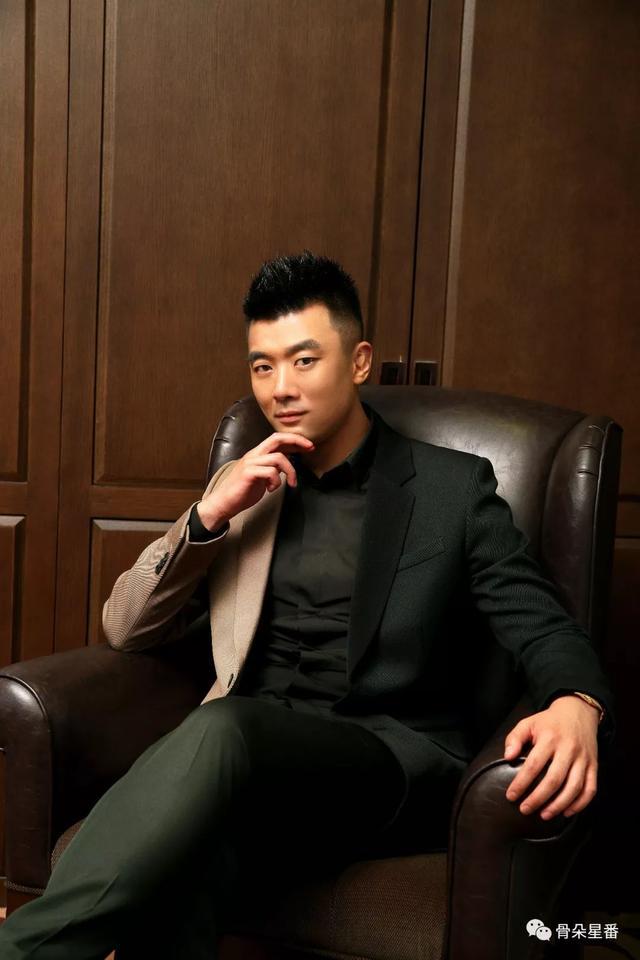 星番專訪丨黃斌和「微峰」的青春夢 - 每日頭條