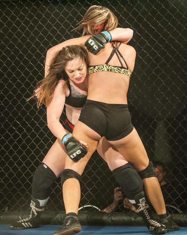 美國女子摔角賽——眾多美女香艷肉搏 - 每日頭條