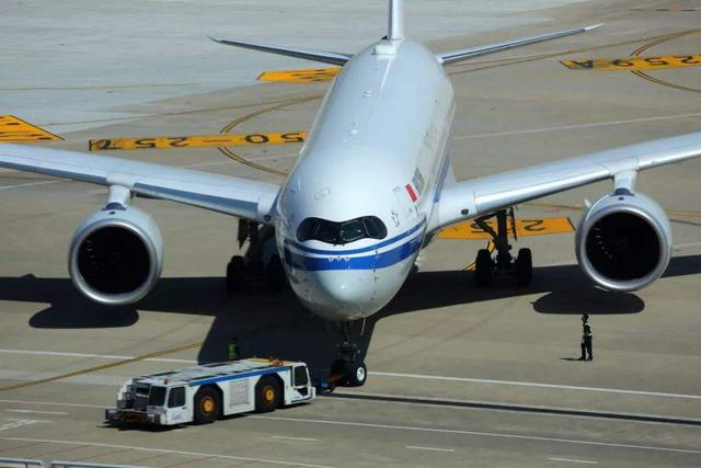 A359是什麼飛機?原來真身是A350-900飛機。客機當中的香港記者 - 每日頭條