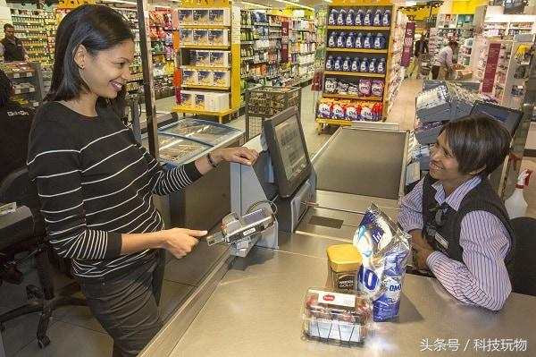 不用簽名更方便!Mastercard將推出指紋驗證智能信用卡 - 每日頭條