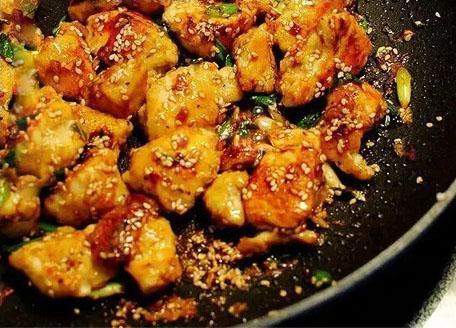美味香酥蜜汁芝麻雞的做法,雞肉融入芝麻香看著就有食慾! - 每日頭條