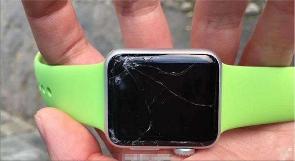 膝蓋高度掉落Apple watch全球首碎 表太差or腿太長? - 每日頭條