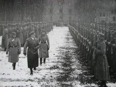 為什麼二戰期間進攻蘇聯的德國士兵穿著開襠褲上戰場? - 每日頭條