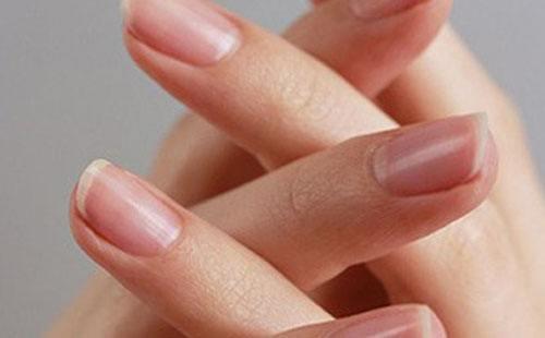 指甲發白可能是肝炎 指甲上有這些癥狀預示肝臟不好 - 每日頭條