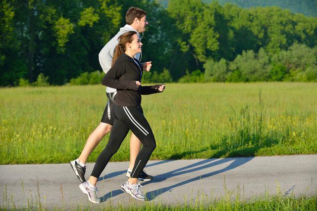 跑步的時間:晨跑。午後跑。夜跑。哪一種最好。我說說自己的感受 - 每日頭條