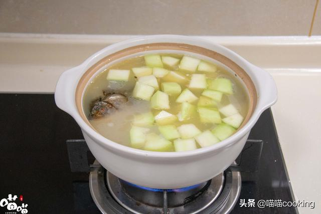 驚蟄到,分享鯽魚木瓜湯的美味吃法,鮮香味美,每次喝2碗才解饞 - 每日頭條