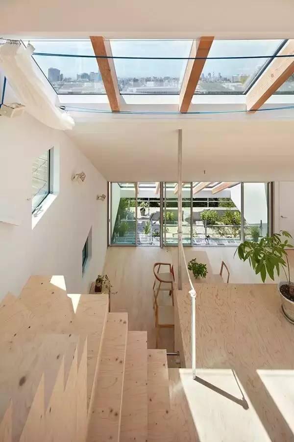 pella kitchen windows table light fixture 大隐隐于市 都市中的宁静小宅 每日头条 用 来形容这栋小别墅在不为过了 藏匿于绿色环绕的环境之中 室内空间的营造出浓浓的生活氛围