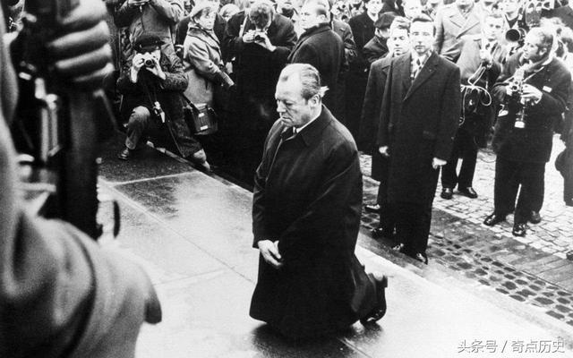 華沙一跪。跪下去的是一個人。站起來的是一個民族! - 每日頭條