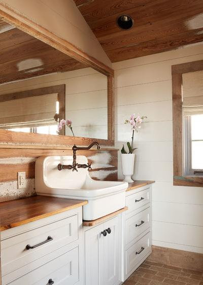 kitchen sinks with drainboard built in appliances packages 迷人的高背农舍水槽 每日头条 二十年代的家中就是这样 在地下室里发现了这个铸铁水槽 现在已经在使用并美化了家里其他地方 许多高背农舍水槽的另一个功能特征是有与盆地相邻的 内置排水板