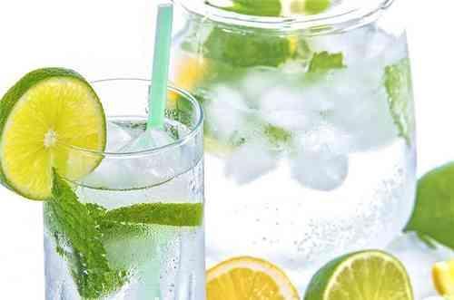檸檬蜂蜜水的做法 檸檬蜂蜜水能用熱水泡嗎 - 每日頭條