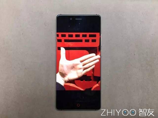 裝X新技能!教你如何拍出無邊框透明手機照片 - 每日頭條