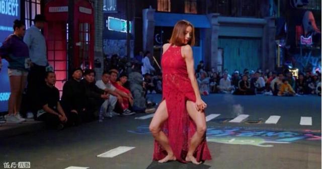 面對跳街舞的美女:黃子韜秒變癡漢。韓庚的態度亮了 - 每日頭條