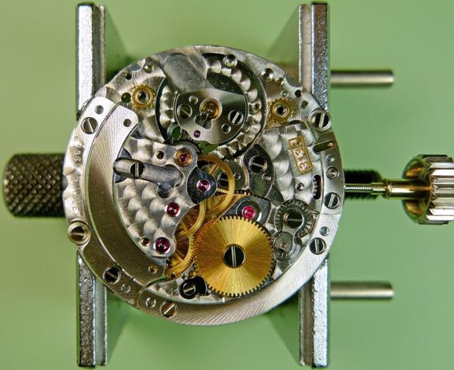 勞力士的3135機芯詳解,不愧是自動上鏈機芯之王 - 每日頭條