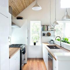 Kitchen Tops Wood Brushed Nickel Hardware 锅碗瓢盆往哪儿放 收纳型厨房装修设计 每日头条 木质纹理的地面与具有现代感的橱柜结合出这间挑高空间的厨房 木制置物架是这间厨房内显得尤为时尚 具有陈列的效果 也将木材的温润的突显出来 金属橱柜台面展现着